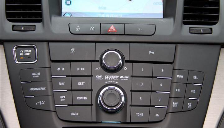 2011款 上海通用别克君威 2.4l 旗舰版 中控台音响控制键