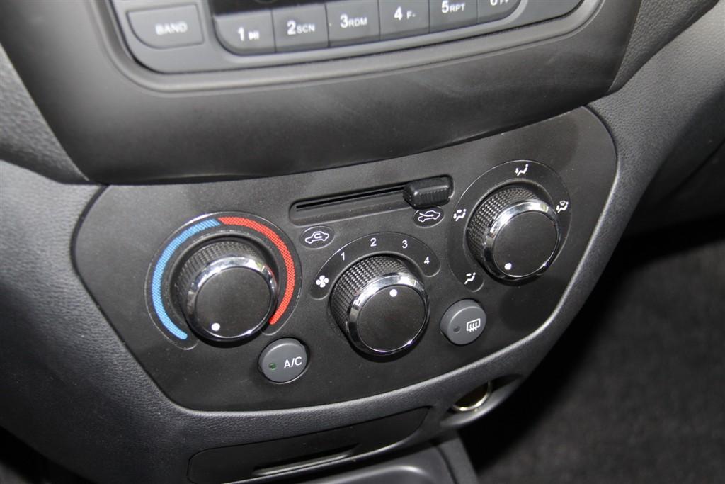 威志v5中控台空调控制键