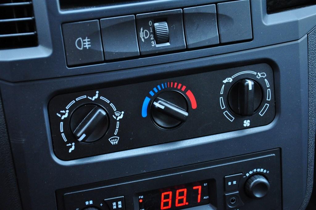 五菱之光中控台空调控制键
