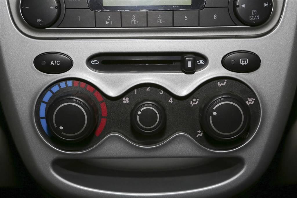 奔奔mini中控台空调控制键