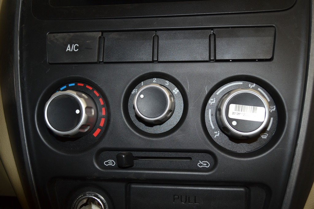 东风小康c37中控台空调控制键