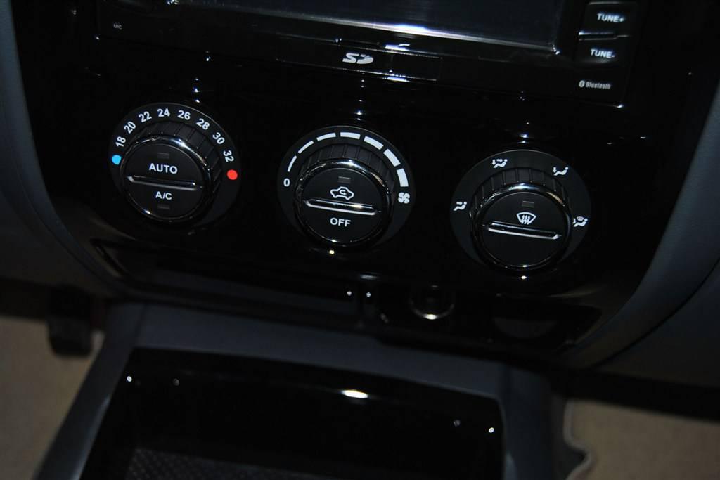 风骏5中控台空调控制键
