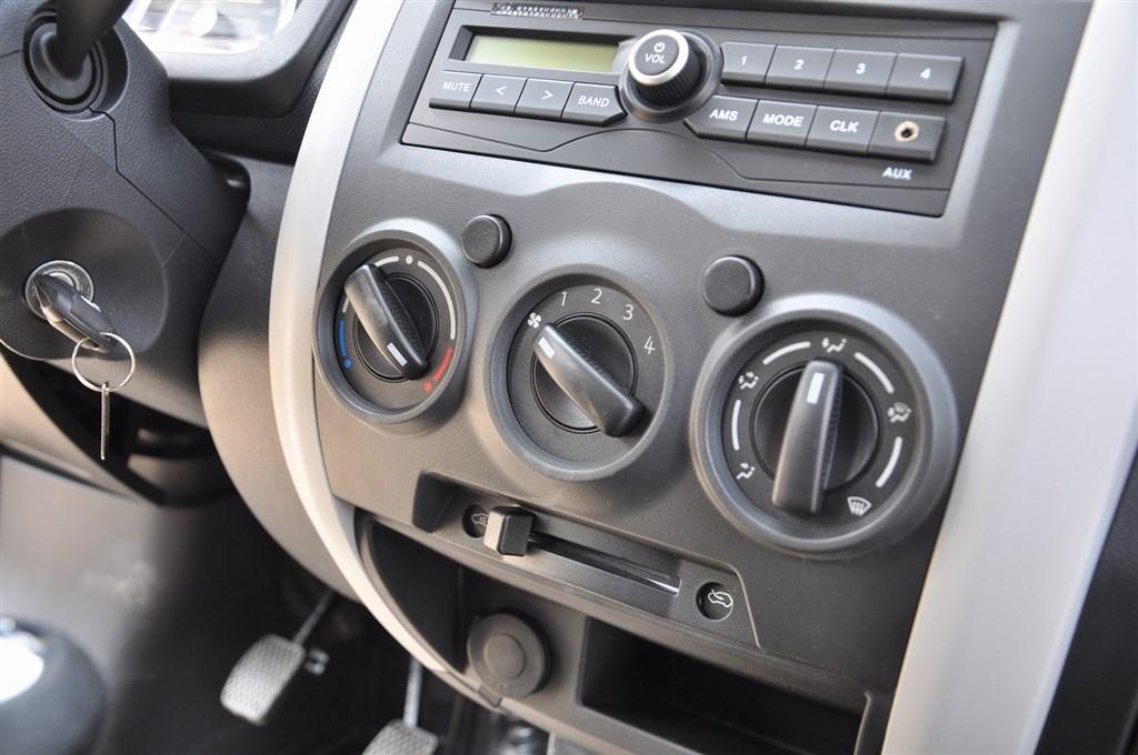 长安之星3中控台空调控制键图片