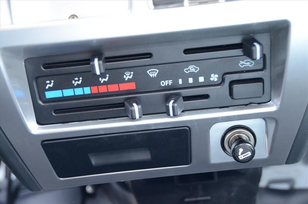 长安神骐中控台空调控制键