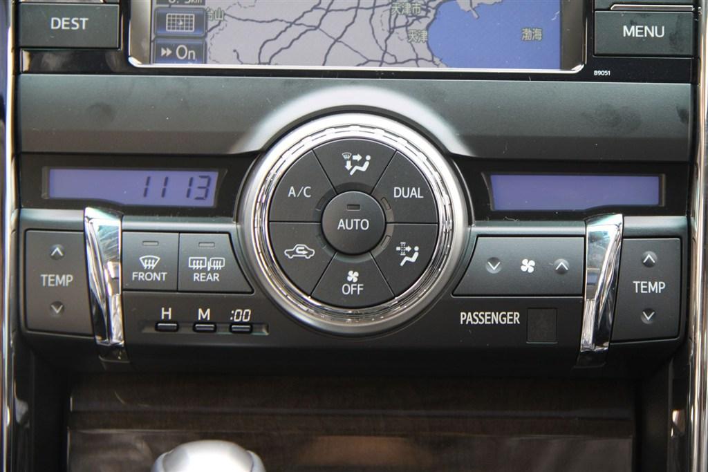 锐志中控台空调控制键