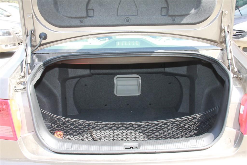 吉利ec8行李箱空间