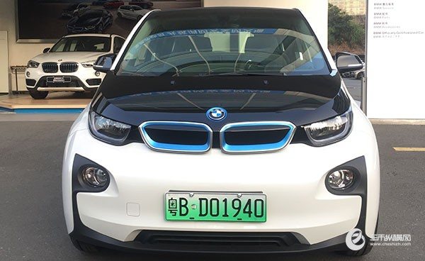 【车市纵横讯】近日,北京市示范应用纯电动小客车产品备案信息(第11批)公布,BMW i3升级款(非增程型)列入备案名单。截至目前,BMW i3升级款(非增程型)已在北京、杭州、深圳获得许可,可享有免费新能源车牌照;在上海,BMW i3升级款和增程型BMW i3升级款均可享有免费新能源车牌照。    自12月1日起,为了更好地促进新能源的发展,实施差异化交通管理政策。上海、南京、无锡、济南、深圳5个试点城市已率先启用新能源汽车号牌。新能源车将获得更高的辨识度,彰显其绿色身份。新能源车不受尾号限行交通管